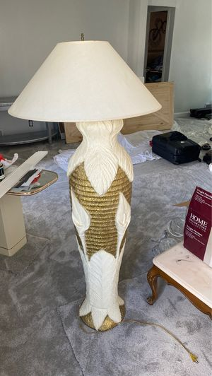 Flower floor lamp for Sale in Mansfield, OH