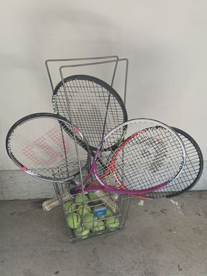 Wilson tennis ball caddy with four tennis rackets for Sale in Highland, CA