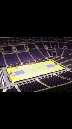 Lakers Tickets Tonight ! 4 Tickets for $140 for Sale in San Bernardino, CA