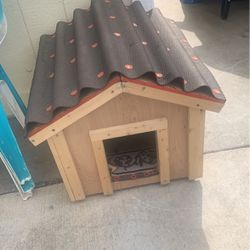 Small Doghouse for Sale in Parlier,  CA