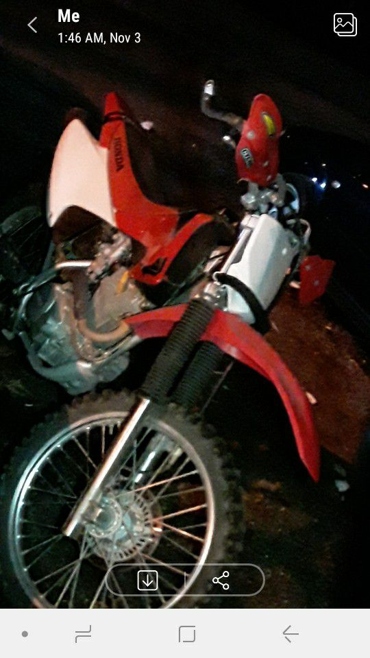 Honda dirt bike 300 size it been sitting for some months for sale for a friend