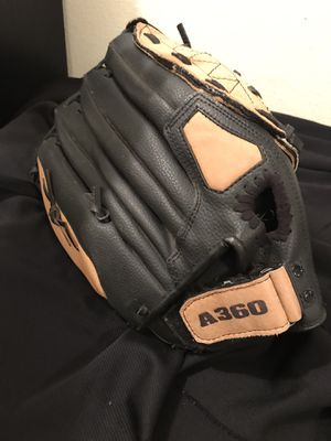 Wilson Softball Glove for Sale in Vancouver, WA