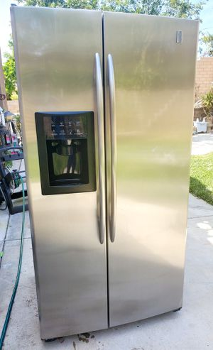 STAINLESS SXS GE REFRIGERATOR W/ICE and WATER ***ENERGY EFFICIENT *** for Sale in Alta Loma, CA