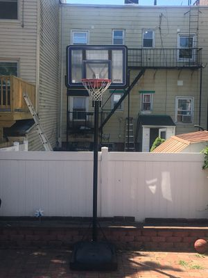 Portable Lifetime Basketball Hoop for Sale in Jersey City, NJ