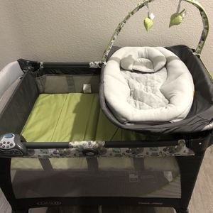 Graco Newborn Napper Pack and play for Sale in Henderson, NV
