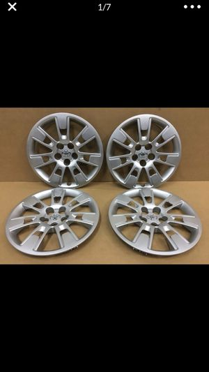 "(4) Toyota Corolla 16"" Original Factory OEM Genuine wheel covers hubcaps tapa de goma llanta for Sale in Miami, FL"