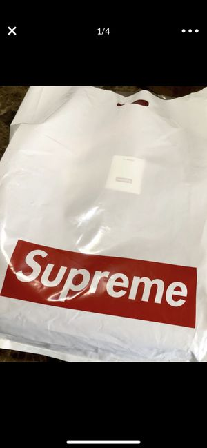 Supreme duffle bag ss19 for Sale in Oak Lawn, IL