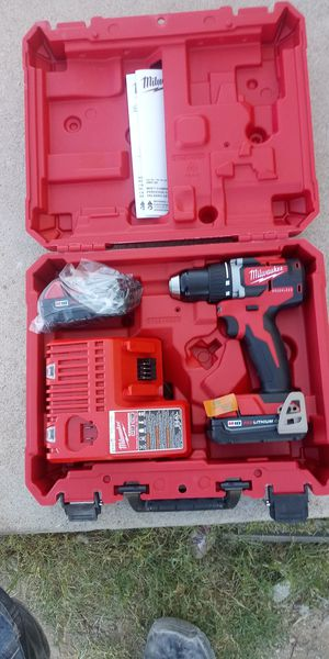 Millwaukee 18V drill/Driver Red Lithium 2.0 for Sale in Tucson, AZ