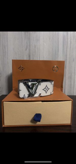 Louis Vuitton reversible belt for Sale in Lilburn, GA