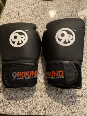 Kickboxing Gloves + Wraps for Sale in Dunedin, FL