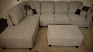 New light gray linen fabric sectional couch with storage ottoman for Sale in Renton, WA