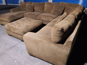 Huge sectional couch comfortable with ottoman, for Sale in Glendale, AZ