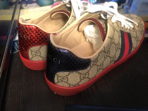 Authentic GUCCI WOMENS sneakers for Sale in Silver Spring, MD