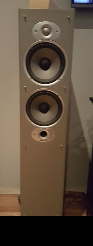 Twin Polk Audio (Model Rti8) Tower Speakers w/Sub Woofer for Sale in Maywood, IL