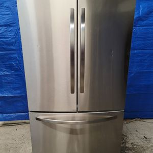 Garage Kenmore Stainless Steel Fridge Good Working Conditions *light Don't Not Working But Fridge And Freezer Working Good for Sale in Wheat Ridge, CO