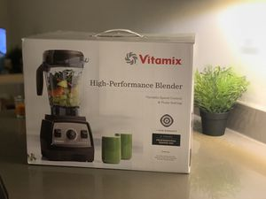 Vitamix professional series 300 powerful blender with the box, recipe book and warranty for Sale in Sunnyvale, CA