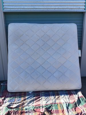 King Mattress and Box spring (no metal bed frame) for Sale in Las Vegas, NV