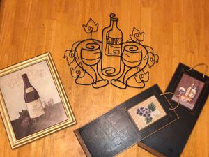 Wine decor for Sale in Haynesville, LA