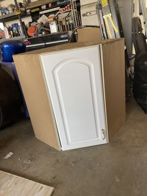 Kitchen cabinets for Sale in Apple Valley, CA