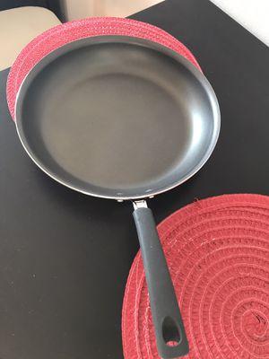 12 inch tramontina porcelain enamel frying pan for Sale in Los Angeles, CA