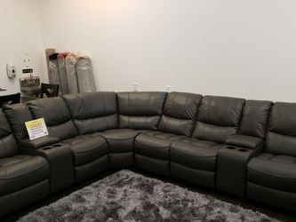 Madrid Reclining Sectional Sofa!!!! Layaway And Financing Available!!!! NO CREDIT NEEDED!!!! for Sale in Tampa,  FL