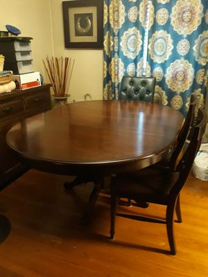 Dinning Table for Sale in Pasadena, CA