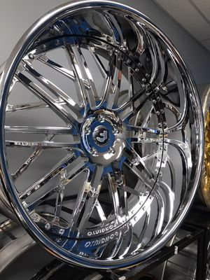 """26"""" chrome on chrome Forgiato wheels rims tires. Matching steering wheel. Tires 275/25/26 for Sale in Cicero, IL"""