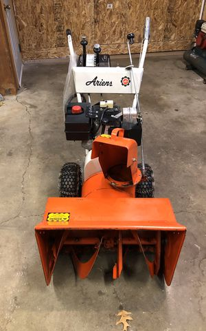 """Ariens 24"""" 8 hp electric start snowblower for Sale in Gobles, MI"""