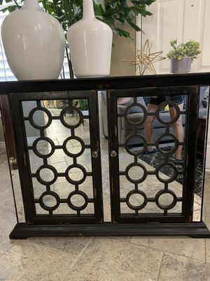 Distressed Style Finish 2 Door Beautiful Mirrored Accent Cabinet/ Console Hall Table. for Sale in Corona, CA