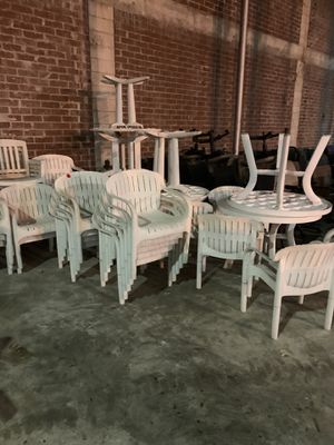 White Patio Furniture 1 table 4 chairs for $75 for Sale in Tampa, FL