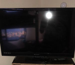 32 inch Emerson Tv for Sale in St. Louis, MO