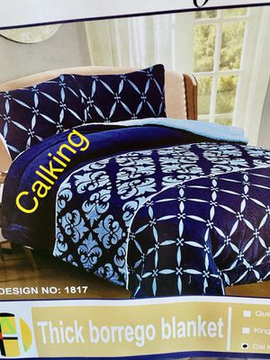 Very warm calking size blanket 3pcs for Sale in Perris, CA