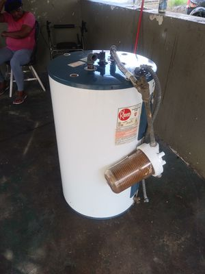 Hot water heater for Sale in Lake Wales, FL