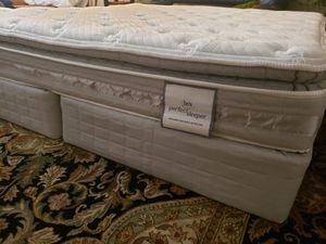 King Size Smartsurface King Pillowtop Mattress split box springs bed frame Serta Perfect Sleeper like new for Sale in Lynnwood, WA
