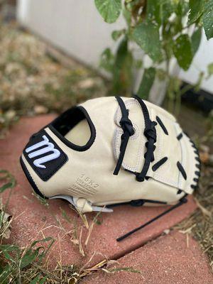 Marucci Capital Series 12inch Baseball Glove for Sale in Riverside, CA
