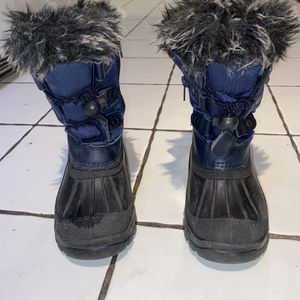 Snow Boots Little Kid Size 10 for Sale in Philadelphia, PA
