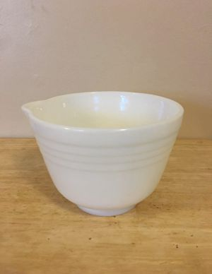 "6.5"" Vintage Pyrex Milkglass Mixing Bowl for Sale in Livonia, MI"