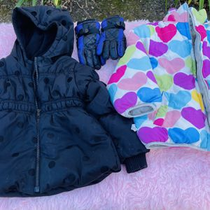 Girls Snow Clothes 4T (4 Pieces) for Sale in Orange, CA