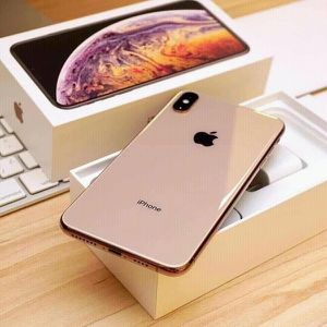 IPHONE XS MAX 64 GB FACTORY UNLOCKED WITH ALL ORIGINAL ACCESSORIES for Sale in Springfield, VA