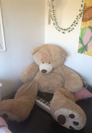 Giant teddy bear for Sale in Vacaville, CA