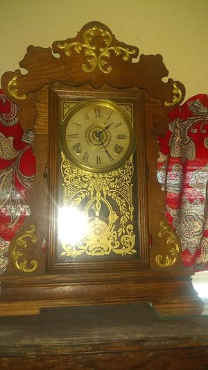 Antique mantle clock with key for Sale in Fresno, CA