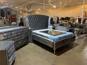 Queen bed frame for Sale in Dallas, TX