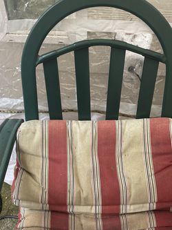 Outdoor Table And 4 Chairs for Sale in Hillsboro,  OR