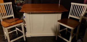 Beautiful Kitchen Island with 2 chairs for Sale in East Cleveland, OH