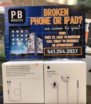 Ear Pods/ Headphone Plug Apple Original for Sale in Lake Worth, FL