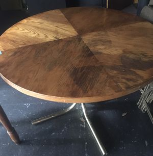 WOOD. TABLE - for Sale in Peoria, IL