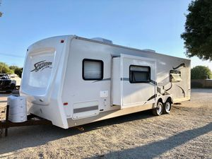 2007 sportsmen Toy hauler 28ft with separate living area and a slide out for Sale in Fontana, CA