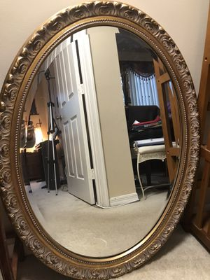 Vintage gold carved gorgeous frame oval mirror. for Sale in Weston, FL