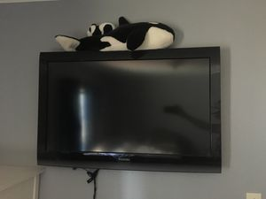 Toshiba tv, comes with wall mount for Sale in Tacoma, WA
