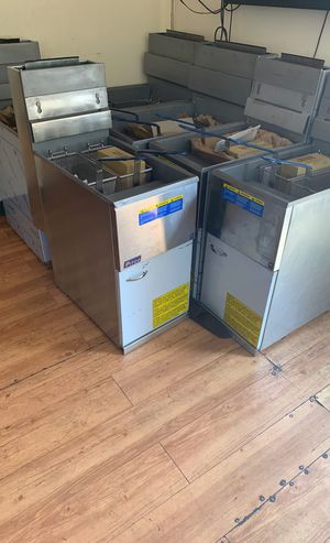New Petco fryers for sale. GAS. Natural for Sale in Bridgeville, PA